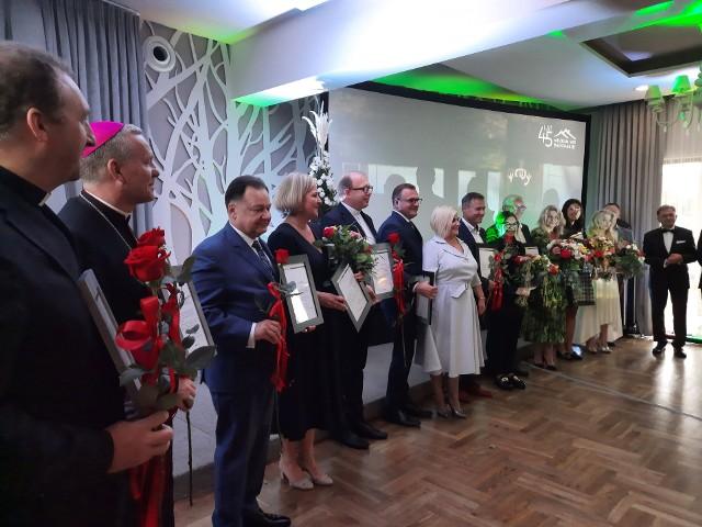 Przedstawiciele różnych instytucji otrzymali specjalne podziękowanie za wspieranie radomskiego skansenu.