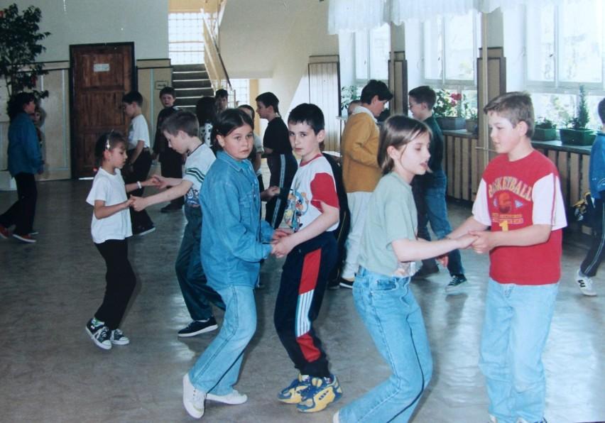 Dzieci i młodzież w podlaskich szkołach sprzed lat. Znajdziecie znajomych?