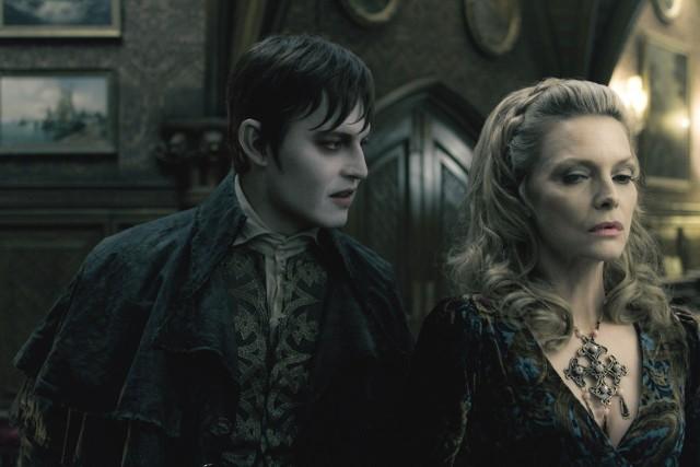 """Johnny Depp i Michelle Pfeiffer w """"Mrocznych cieniach"""""""