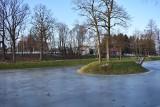 Gmina Wojaszówka zainwestowała w odmulenie podworskiego stawu w Ustrobnej. Zbiornik już jest uzupełniany wodą. Będzie atrakcją? [ZDJĘCIA]
