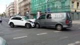 Wypadek z udziałem karawanu we Wrocławiu [ZDJĘCIA]