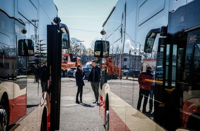 Więcej kursów autobusów nr 115, korekty na liniach 156, 164, 111 i N8. Od poniedziałku 23 grudnia