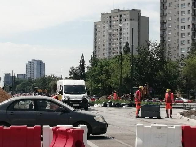 Na rondzie Rataje ograniczono możliwość jazdy nitką w kierunku centrum