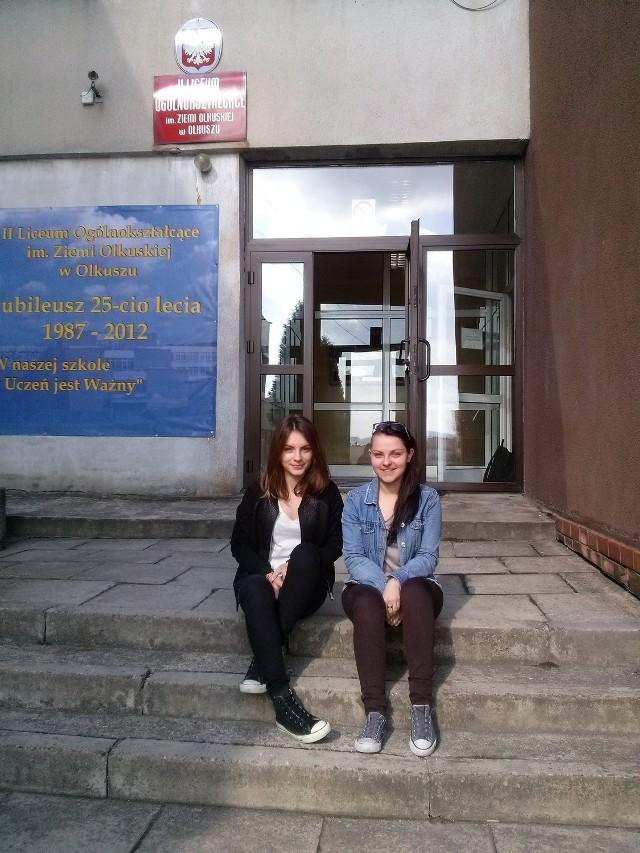 Klaudia Karcz i Aleksandra Barczyk cieszą się, że wybrały II Liceum Ogólnokształcące w Olkuszu