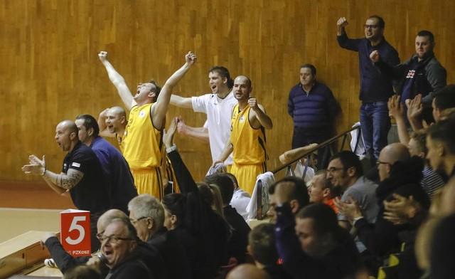 Koszykarze SSK Rzeszów są o jedną wygraną od zapewnienia sobie utrzymania w 2 lidze koszykarzy