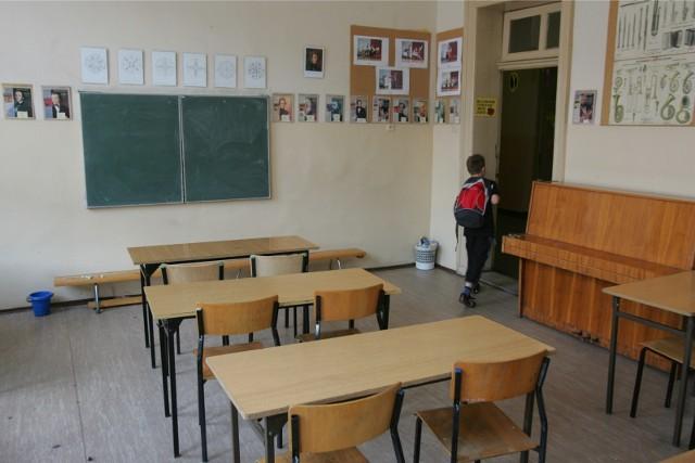 Klasy w opolskich szkołach opustoszały.