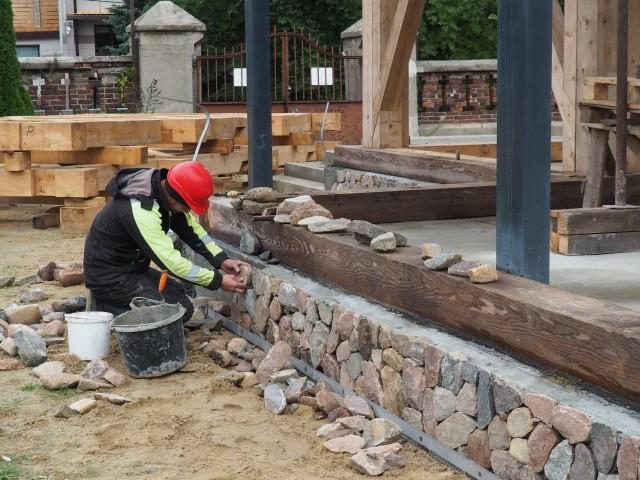 Parafia w Mileszkach szuka kamieni wielkości ludzkiej głowy i sprzedaje drewniane krzyże wykonane z drewna ze spalonego kościoła. Wszystko, by mieć materiały na odbudowę.CZYTAJ DALEJ >>>.