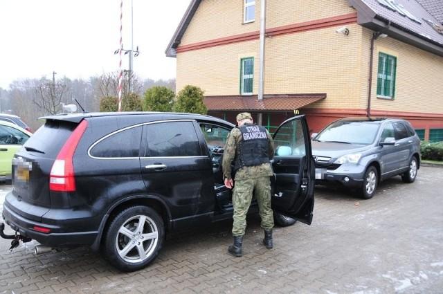 Straż Graniczna zatrzymała auta prowadzone przez młodych Litwinów