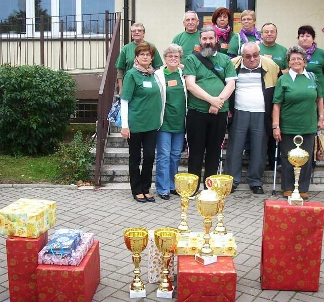 Polkowiccy abilimpijczycy z nagrodami wywalczonymi w Koninie.