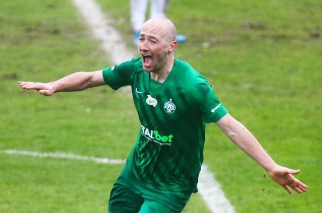 Łukasz Trałka rozegrał w Ekstraklasie już 400 spotkań. Teraz będzie mógł poprawić ten wynik, bo właśnie przedłużył kontrakt z Wartą Poznań o kolejny rok.