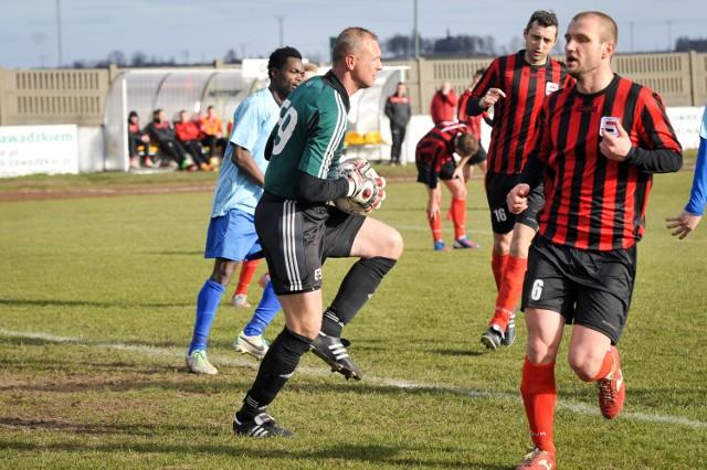 Wojciech Stasiowski i obrońcy Startu nie dopuścili do straty gola.