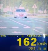 Kierowca audi na drodze krajowej 12 przekroczył dozwoloną prędkość o ponad 100 km na godzinę!