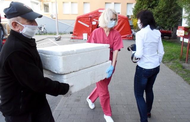 Pomoc dla pracowników Wielospecjalistycznego Szpitala w Nowej Soli płynie z wielu stron, w tym także od kibiców z Klubu Kibica Zastal z Zielonej Góry.