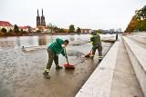 Wysoka fala na Odrze przeszła przez Wrocław. Teraz trzeba po niej posprzątać [ZDJĘCIA]