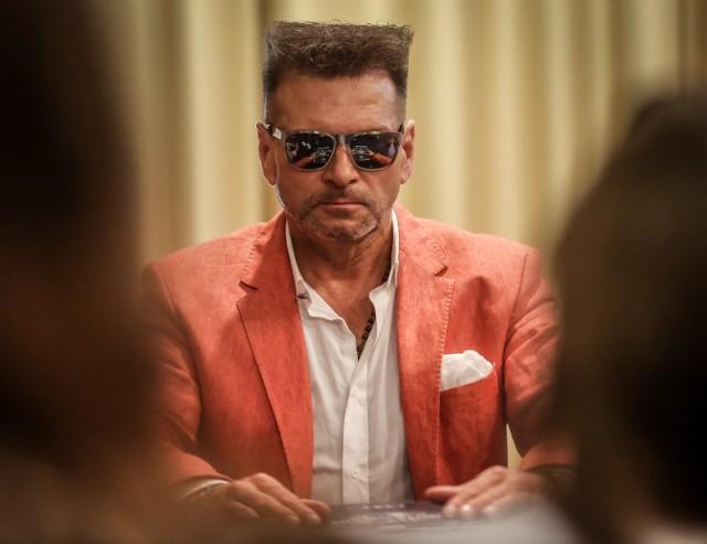 """Kontrowersyjny detektyw Krzysztof Rutkowski chce pojmać poszukiwanego listem gończym biznesmena Krzysztofa Falentę. """"Żarty się skończyły"""" albo """"No kto, jak nie on"""" - komentują internauci."""