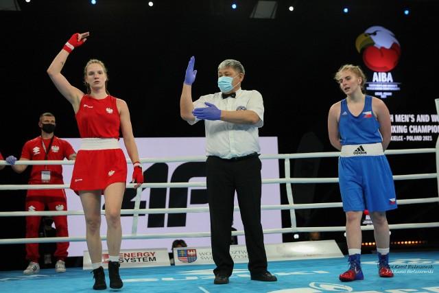 Kolejne reprezentantki Polski walczą w Hali Legionów o medale Młodzieżowych Mistrzostw Świata w boksie.