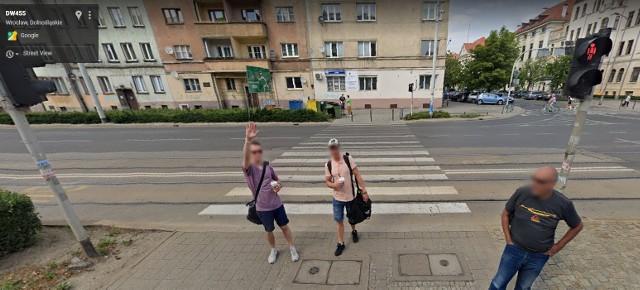 Przyłapani przez kamerę Google Street View we Wrocławiu.