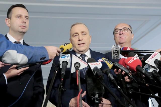 Wielu respondentów wskazuje, że na pozycji lidera opozycji KO może zastąpić Lewica.