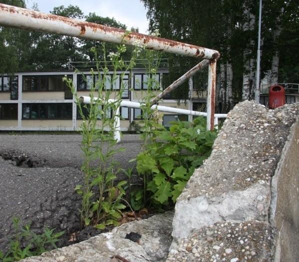 Piękny przed laty ośrodek wodny harcerzy jest kompletnie zaniedbany, niszczony i rozkradany, bo nikt go nie ochrania.
