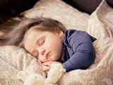"""Zespół pocovidowy u dzieci. Jakie są objawy. """"Dzieci wymagają czasowej tlenoterapii. Pojawiają się też problemy z układem krążenia"""""""