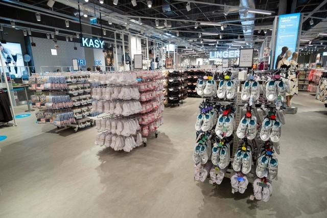 Otwarcie centrów handlowych w niedziele umożliwiłoby ograniczenie kolejek w inne dni, poprawiając bezpieczeństwo i komfort robienia zakupów.