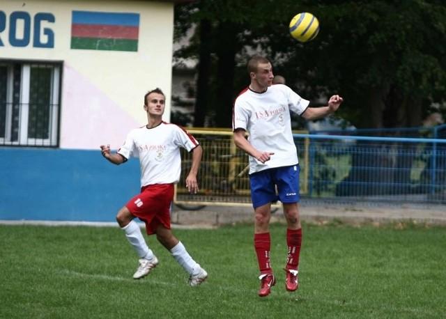 Piłkarze Wulkana Zakrzew, Tomasz Ziółek (z prawej) i Tomasz Turczyk mają nowego prezesa.