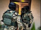 Wrocław: Leki na katar przerabiali na groźny narkotyk