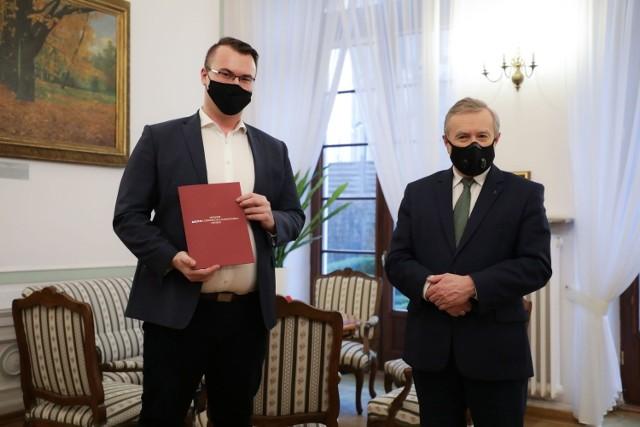 Tomasz Małodobry (z lewej) został powołany przez ministra Piotra Glińskiego na stanowisko p.o. dyrektora Studia Filmów Rysunkowych w Bielsko-Białej w miejsce Andrzeja Orzechowskiego, który przeszedł na emeryturę