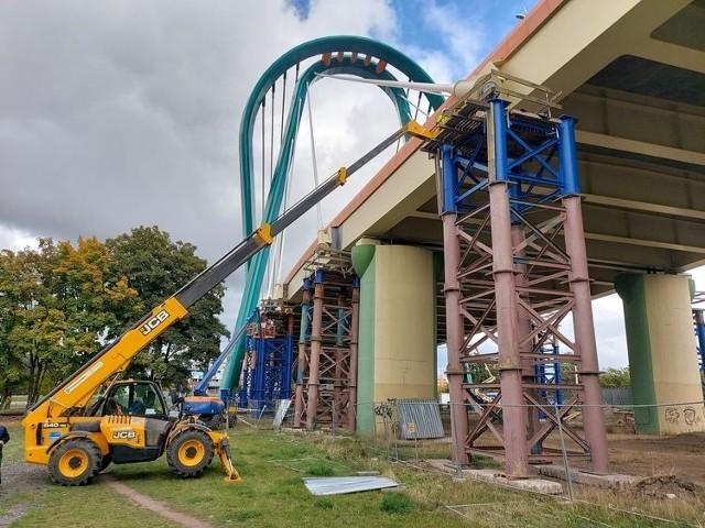 Jak informuje ZDMiKP, prace projektowe dotyczące sposobu naprawy zostały już wykonane.