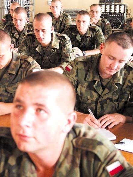 czy oficerowie spotyka się w wojsku z kim jest jesse james randka 2012