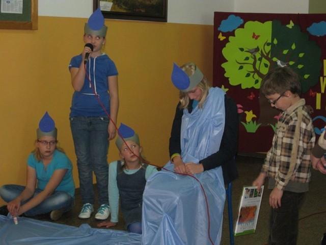 Dzieciaki ze szkoły w Raciążu przygotowały przedstwienie.