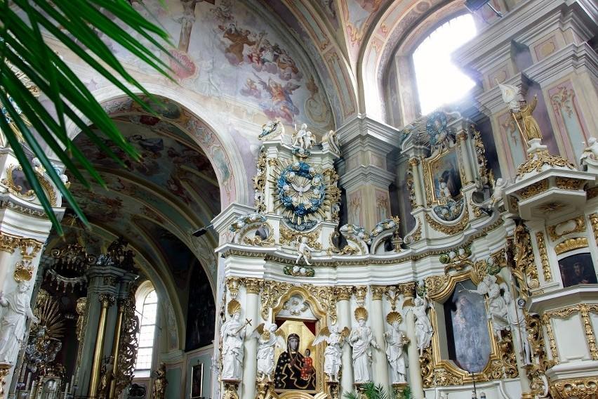 Zapierające dech wnętrze klasztornej świątyni ojców bernardynów