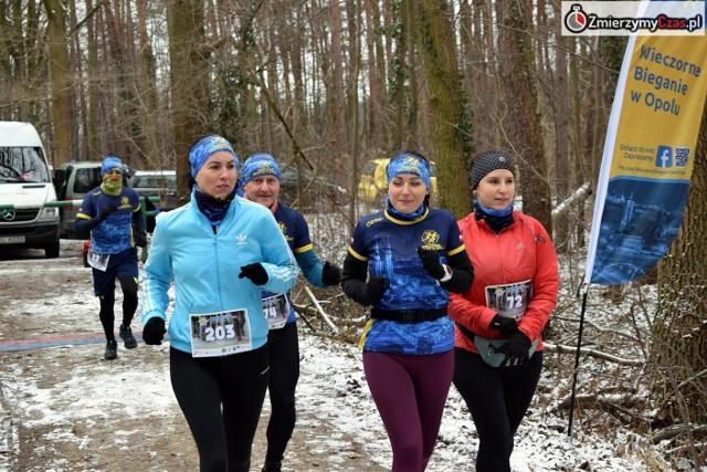 Niska temperatura nie odstraszyła miłośników biegania, którzy w liczbie ponad 100 stawili się w Opolu-Grudzicach.