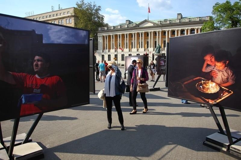 """""""Poznaj sąsiada"""": Niesamowite zdjęcia na Placu Wolności"""