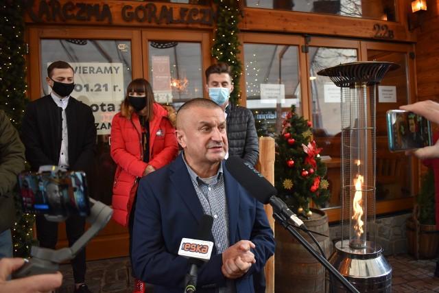 - Nie żałuję, że się otworzyliśmy w zimie. Bo dzięki temu nie zwolniliśmy ani jednego z niemal 40 pracowników – mówi Marek Łopata, właściciel Karczmy Góraleczka. Nadal grożą mu wysokie kary za to, że działał w czasie lockdownu