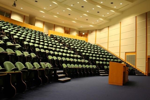 Filia w Wilnie uzyskała właśnie akredytację litewskiego Centrum Oceny Jakości Studiów. Akredytację przeprowadzał międzynarodowy zespół ekspertów z Wielkiej Brytanii, Niemiec, Polski i Litwy.