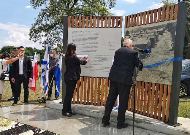 W piątek (11 czerwca) odbyła się uroczystość odsłonięcia tablic poświęconych ofiarom obozów pracy przymusowej Julag II i Baudienst w Prokocimiu.