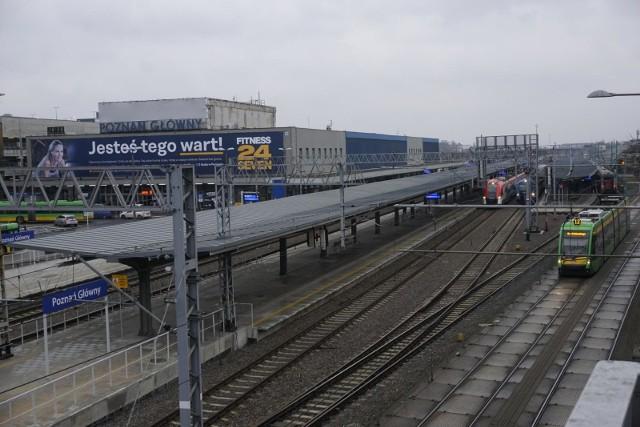 Na dworcu kolejowym w Poznaniu jest teraz zdecydowanie mniej pasażerów i pociągów. Tak jeszcze pozostanie przez najbliższe tygodnie