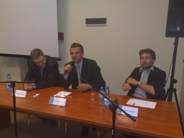 Grzegorz Braun, Marcin Stefaniak ze szczecińskiego IPN oraz Eryk Krasucki