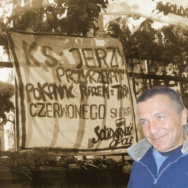 Jerzy Gnieciak: - Ten transparent namalowałem dzień przed pogrzebem razem z siostrą. Owinąłem się nim i tak przewiozłem go do Warszawy.