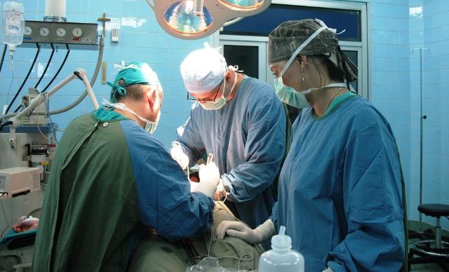 Na Oddziale Chirurgii Onkologicznej Opolskiego Centrum Onkologii w Opolu rocznie wycina się ponad 170 nowotworów okrężnicy i ponad 180 nowotworów odbytu.