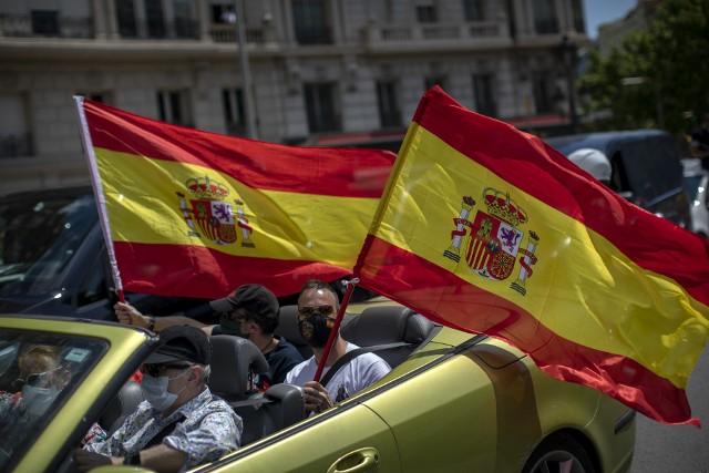 Koronawirus: Hiszpania znów otwiera się na turystów - ogłasza premier. Wraca też La Liga. FC Barcelona i Real Madryt znów w akcji. Od kiedy?