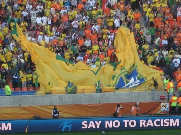 Brazylijscy kibice zwijają swoją ,,sektorówkę''. Ich reprezentacji nie ma już w mistrzostwach.