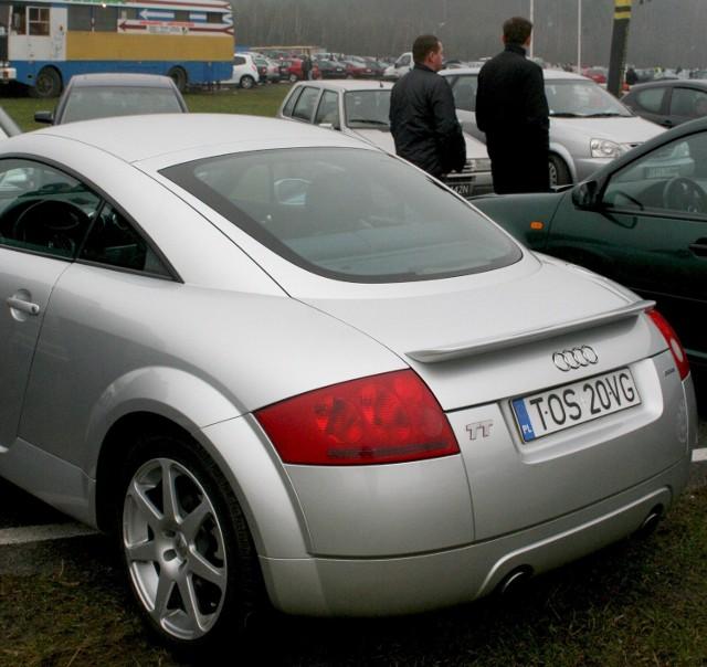 Audi TT, samochód niespotykany na giełdach, bo sprzedawany za pośrednictwem ogłoszeń wczoraj był wystawiony do sprzedażny na giełdzie w Miedzianej Górze.