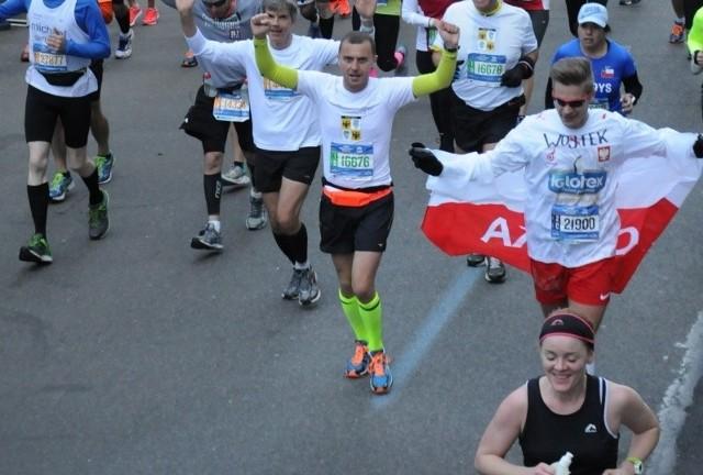 Na ostatnich dwóch kilometrach do mety Wojciech Kieda rozwinął polską flagę