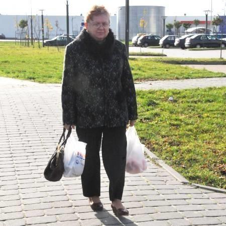 - Mieszkam przy ul. Porzecznej, mam więc niedaleko do Tesco, ale i tak korzystałabym z autobusów - przyznaje Maria Grabas. - Najgorzej jednak mają ludzie z osiedli Widok czy Żaków, których od marketów dzielą kilometry.