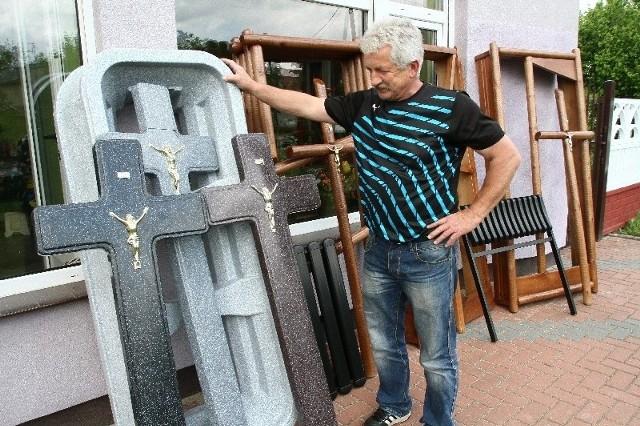 Na obudowę grobu z tworzywa sztucznego producent daje trzyletnią gwarancję.