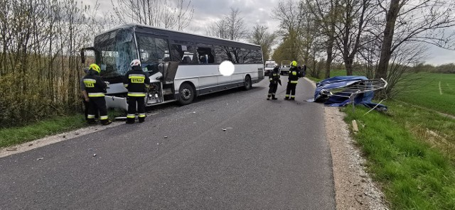 Do zdarzenia doszło na drodze między miejscowościami Gliszcz i Samsieczno.