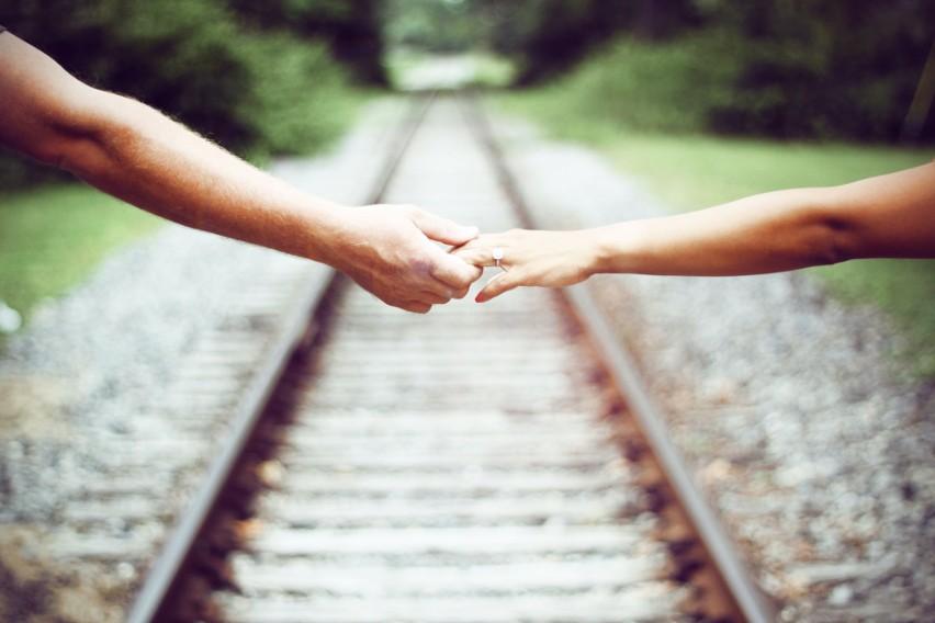 Idealny mąż? Każda z pań marzy o partnerze, który ją zrozumie, da poczucie bezpieczeństwa. Pokocha i zadba o każdą strefę w związku. Niestety, często trudno jest trafić na wymarzonego księcia z bajki. Niektórzy mężczyźni mogą nie nadawać się na mężów. Może dopiero po ślubie okazać się, że to nie ten. Sprawdziliśmy w księdze imion, który z panów z byciem idealnym mężem może mieć problem. >>>>