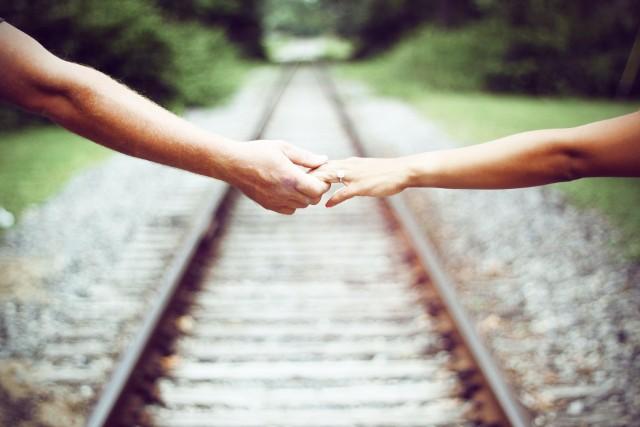 Idealny mąż? Każda z pań marzy o partnerze, który ją zrozumie, da poczucie bezpieczeństwa. Pokocha i zadba o każdą strefę w związku. Niestety, często trudno jest trafić na wymarzonego księcia z bajki. Niektórzy mężczyźni mogą nie nadawać się na mężów. Może dopiero po ślubie okazać się, że to nie ten. Sprawdziliśmy w księdze imion, który z panów z byciem idealnym mężem może mieć problem. >>>